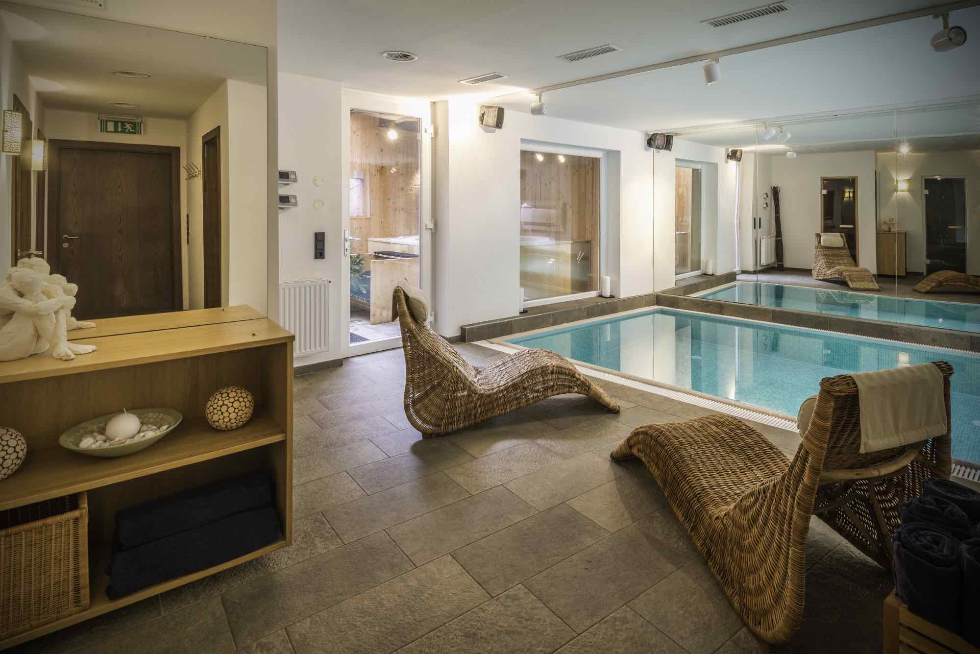 Wellness area with private pool & hot tub