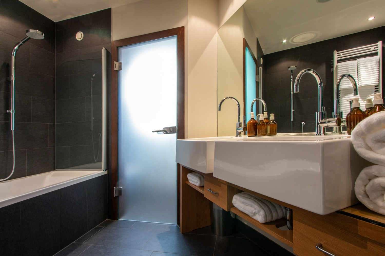Hermes bathroom in Chalet Artemis Bath view