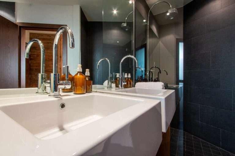 Hermes bathroom in Chalet Artemis Shower view